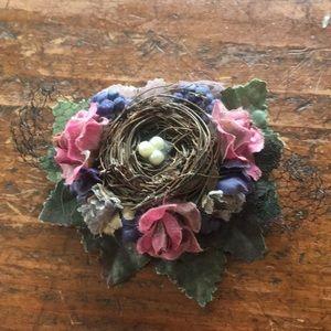 Jewelry - Bird nest pin